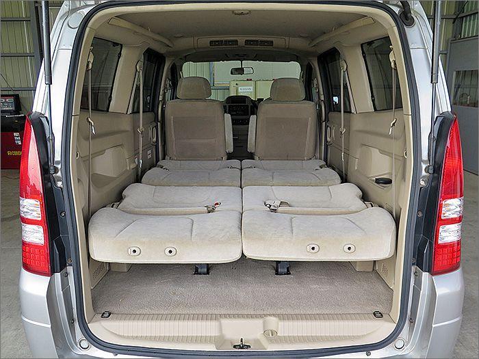 フルフラットにもできますので車内泊も楽しめます。