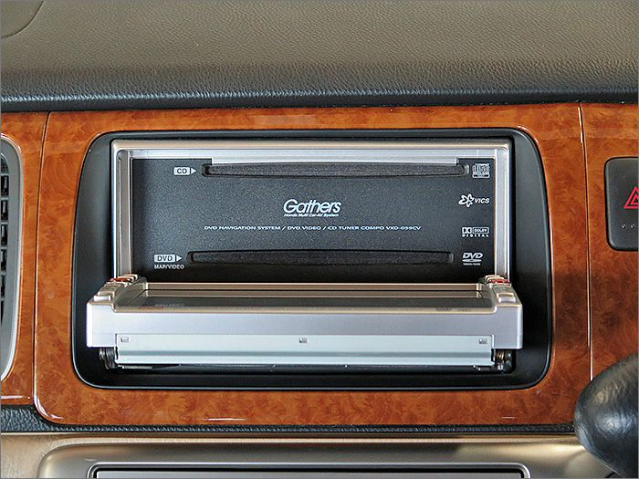 CD、DVD(再生)、ラジオが使用可能です。