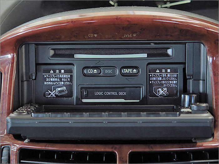 CDとラジオが使用できます。カセットテープは動きません。
