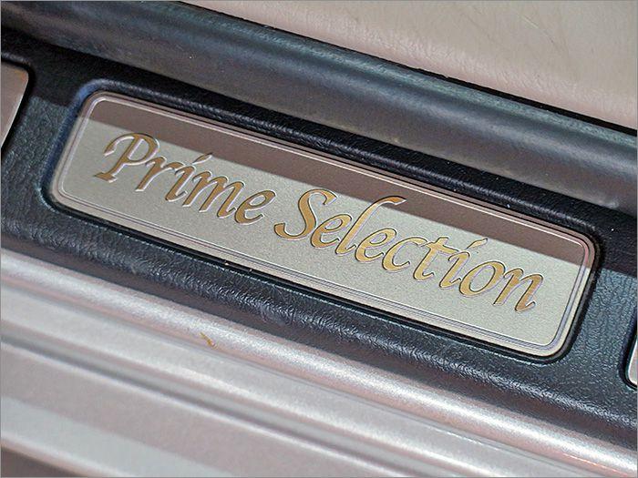 シート表皮の材質や専用アクセントが追加されています。