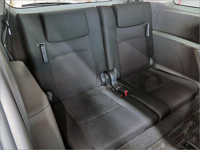限られたスペースを最大限に使うサードシート装備!