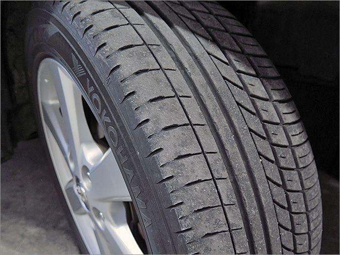 安心の国産ブランド●●!タイヤ溝も半分程度残っていますので、暫く交換の必要もございません!