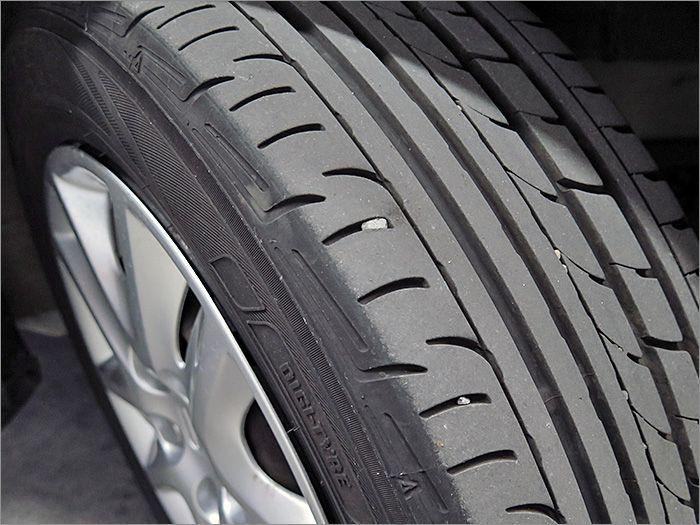 安心の国産ブランド!タイヤ溝も半分程度残っていますので、暫く交換の必要もございません!