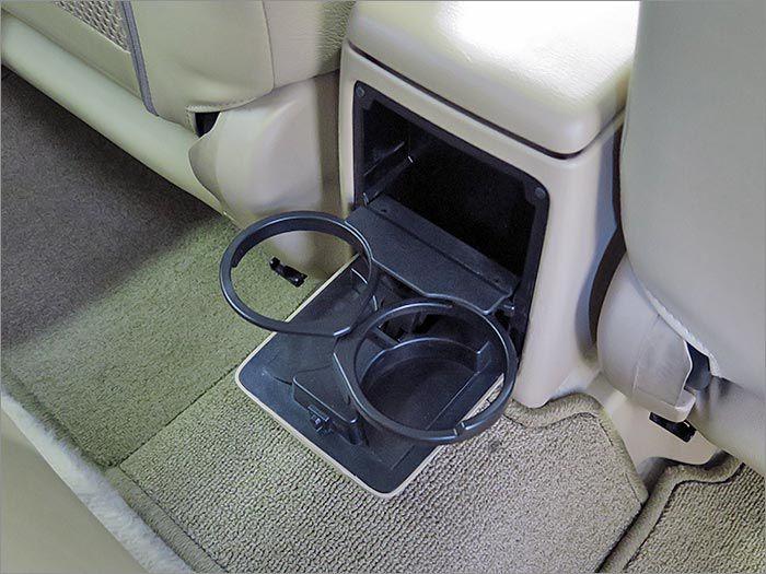後部座席にも装備しております!