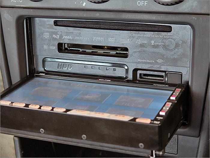 DVD再生可能、CD、MD、ラジオが使用できます。