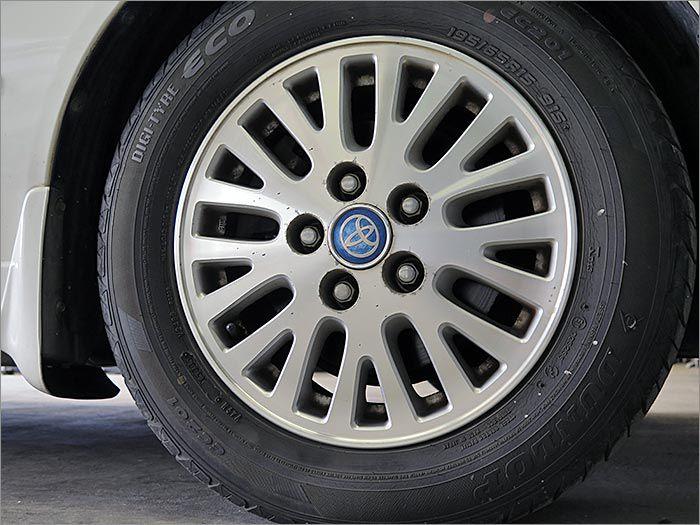 アルミホイールで見た目・燃費向上共に貢献致します。