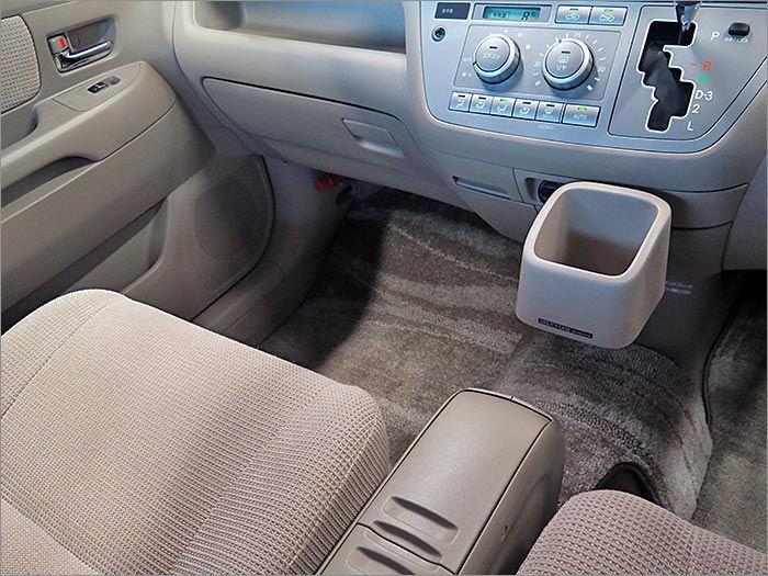 フロアマット標準装備。車内を清潔に保ちます。