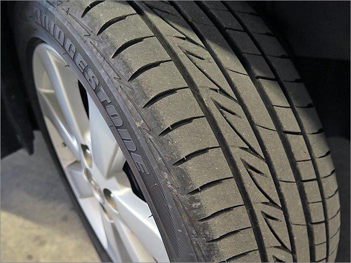 タイヤ溝とは「目に見える任意保険」です!!タイヤの山は7割程度残ってます。まだまだ安心してお乗り頂けます!