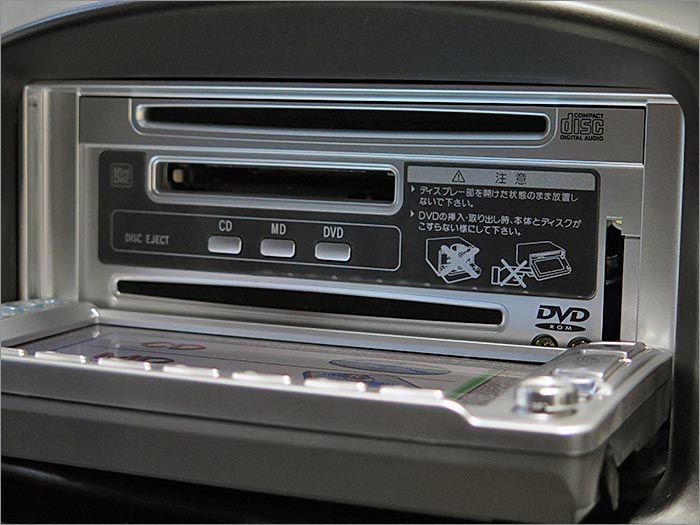 CD、MD、地デジ、ラジオが使用できます。
