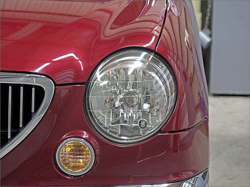 ヘッドライトはハロゲン式になります。はHIDに比べると暗くなってしまいますが、あえてクラシックな車にはやわらかい光の色の方があっていると思います。