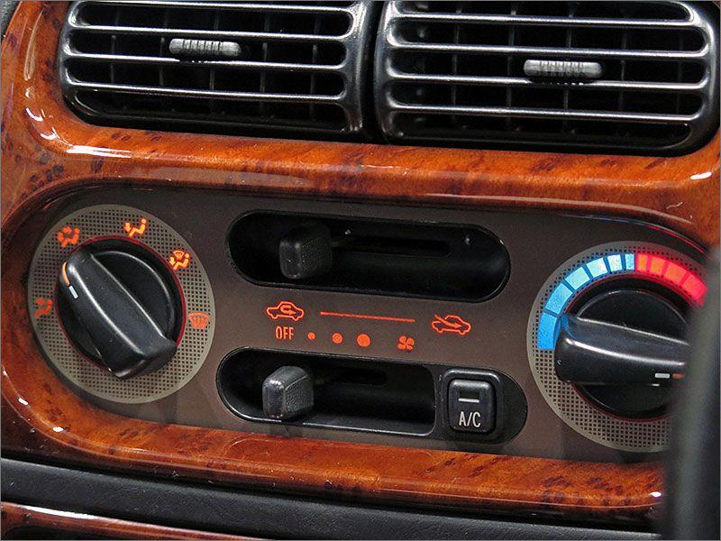 エアコンの動作も確認済み。暑い季節でも快適な車内環境を保ってくれます。