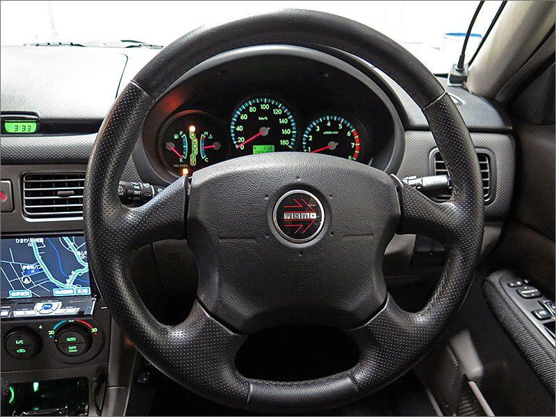 ハンドルは運転時には必ず触れるものです。現車のハンドルは見たもよく、手に馴染みます。