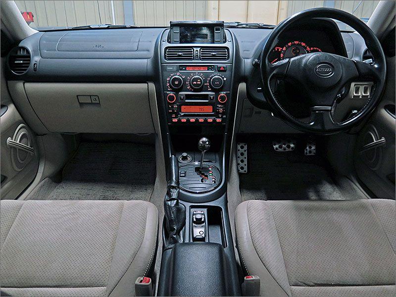 車内は清潔さを保っており気になるような匂いはありません。