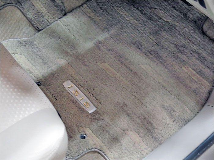 フロアマットも高圧洗浄にて洗濯済みです。