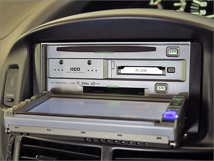 CD、MD、DVD、ラジオが使用できます。