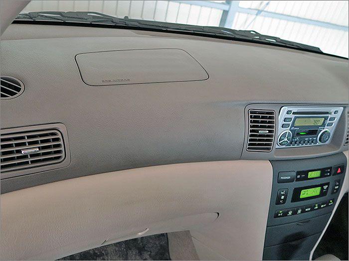 助手席もエアバック標準装備。万が一の時の安全をお守りします。