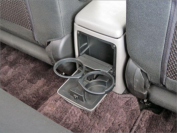 後部座席用ドリンクホルダー。