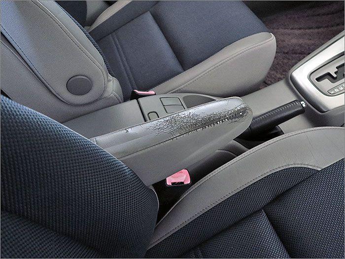 運転席アームレストです。使用感があります。