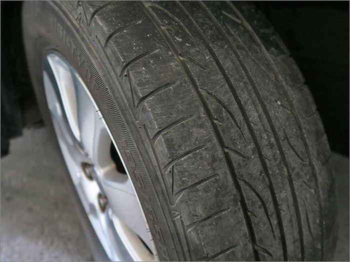 タイヤはそろそろ交換時期になります。