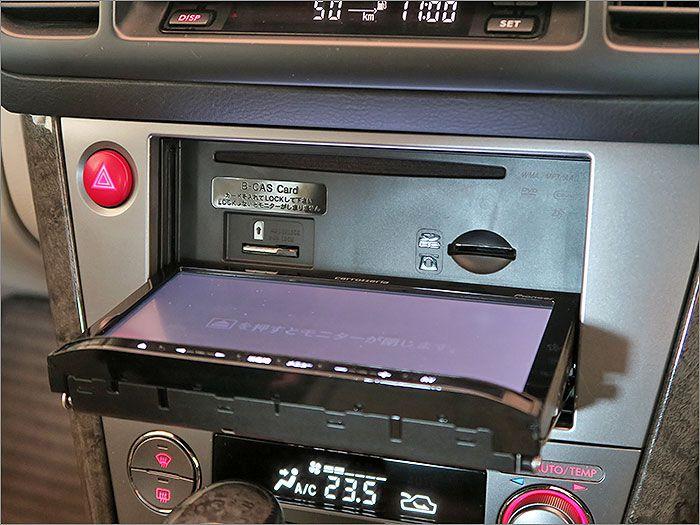 オーディオはDVD再生、CD、ラジオ、USB等が使用できます。 詳しくはメーカーのホームページでご覧いただけます。URLを貼っておきます。 http://pioneer.jp/carrozzeria/rakunavi-lite/2010_2nd/