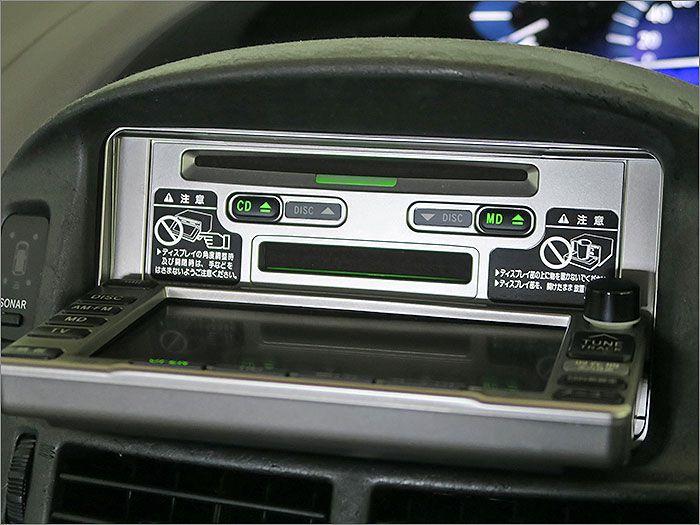 オーディオはCD、MDE、ラジオが使用できます。