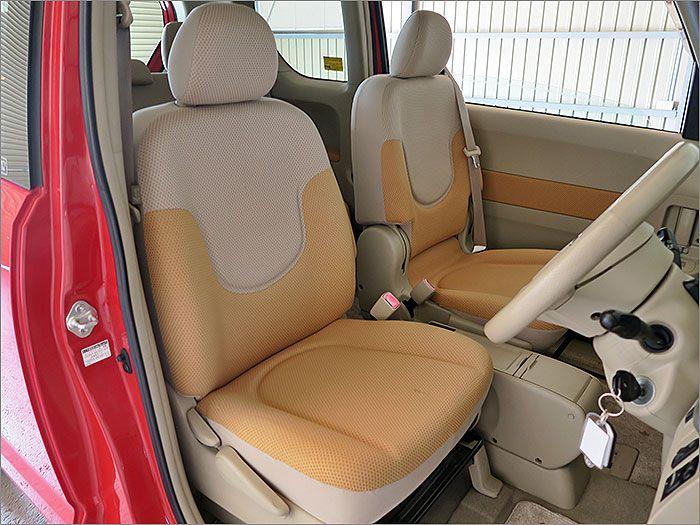 清潔感ある車内でシートに汚れはありません。。