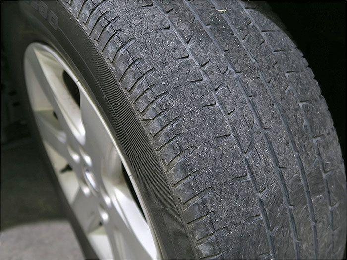 タイヤはそろそろl交換時期になります。
