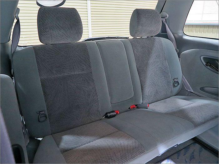 後部座席はほとんど使用されていなかったようです。