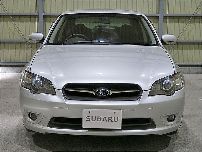 車両状態良好のレガシーB4です。装備は車高調整式サスペンション、DVDナビ、CD、MD、ETC、キーレス、アルミ、HIDライト付き。