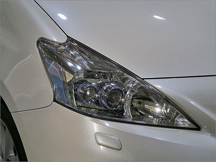 純正LEDヘッドライト、明るく視認性に優れるライトです。