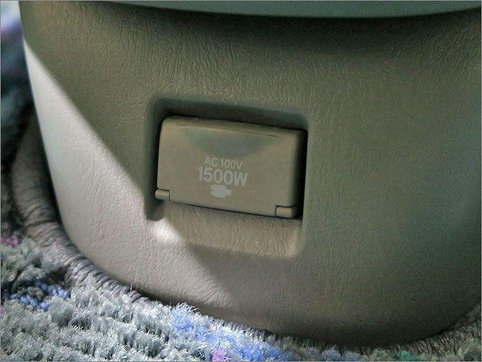 100Vコンセント。1500Wまで使用可能です。